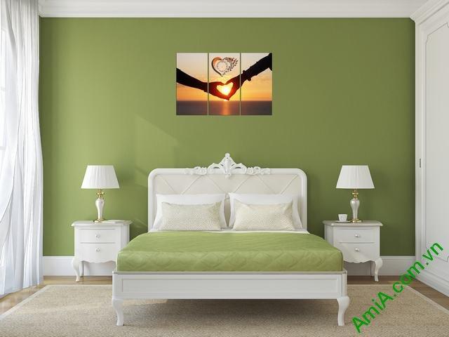 Tranh treo phòng ngủ của vợ chống chủ đề tình yêu lãng mạn