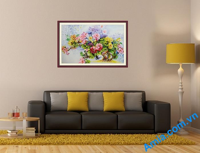 tranh hoa mau don ve son dau cho phong khach