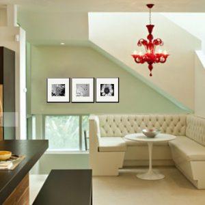 Tranh Amia 2005 trang trí phòng khách, cầu thang