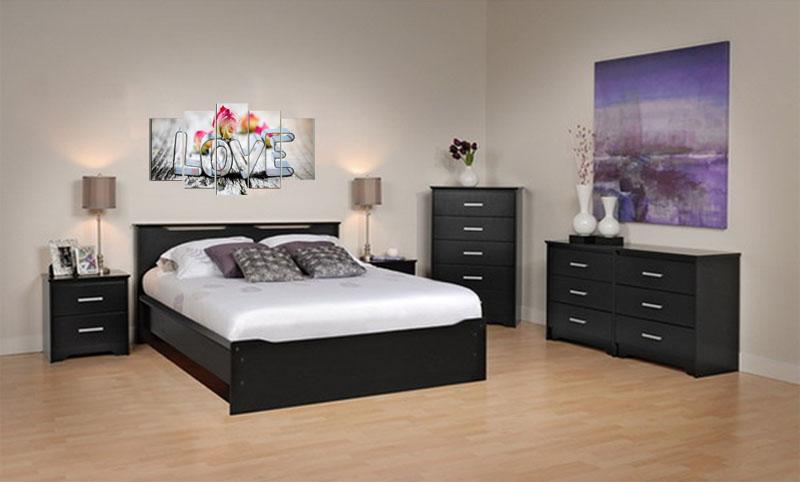 Tranh hoa hồng chữ Love trong phòng ngủ