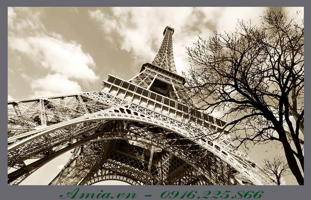 tranh thap Eiffel cho tuong mau xam khoi