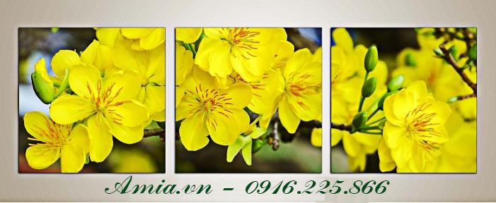 tranh hoa mau vang phu hop voi tuong mau xam