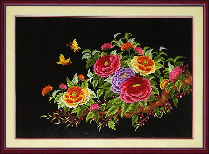 tranh theu chuc tet nhanh hoa mau don mang lai may man