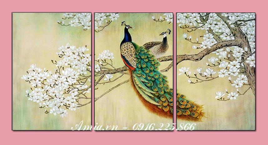 tranh doi chim cong treo tuong phong khach hop phong thuy