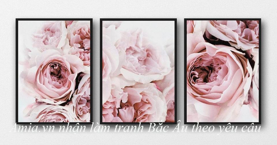 tranh hoa hong bac au treo tuong phong khach