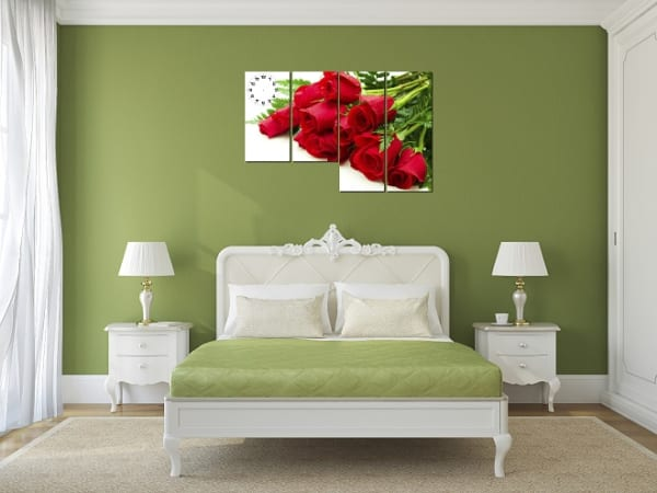 Hình ảnh tranh hoa hồng đỏ khi treo ở phòng ngủ
