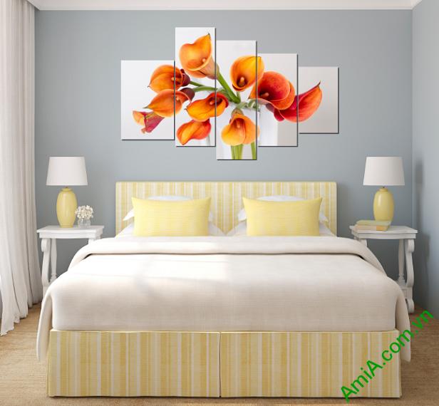 Phòng ngủ vợ chồng cực đẹp và sang trọng với mẫu tranh hoa Zum