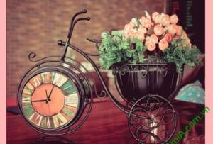 tranh xe dap va hoa treo phong khach dep