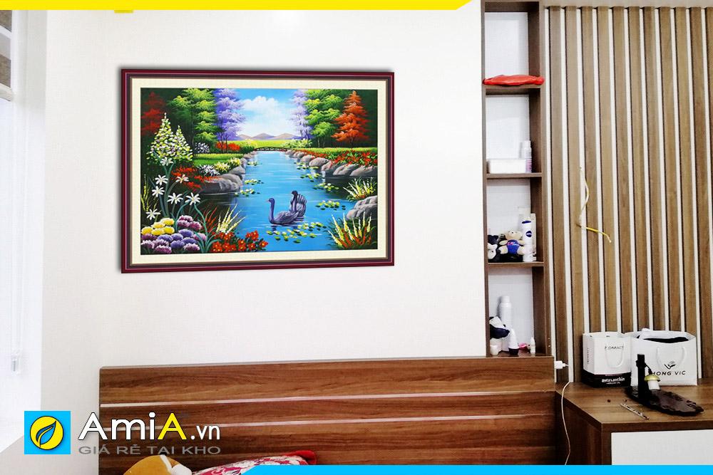 Hình ảnh Bức tranh đôi chim thiên nga bơi lội dưới hồ nước đẹp AmiA TSD 161