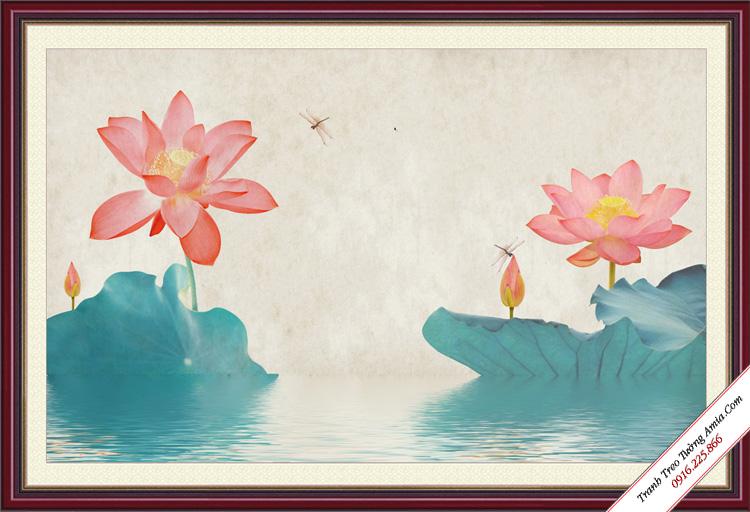 tranh hoa sen trong dam treo phong khach
