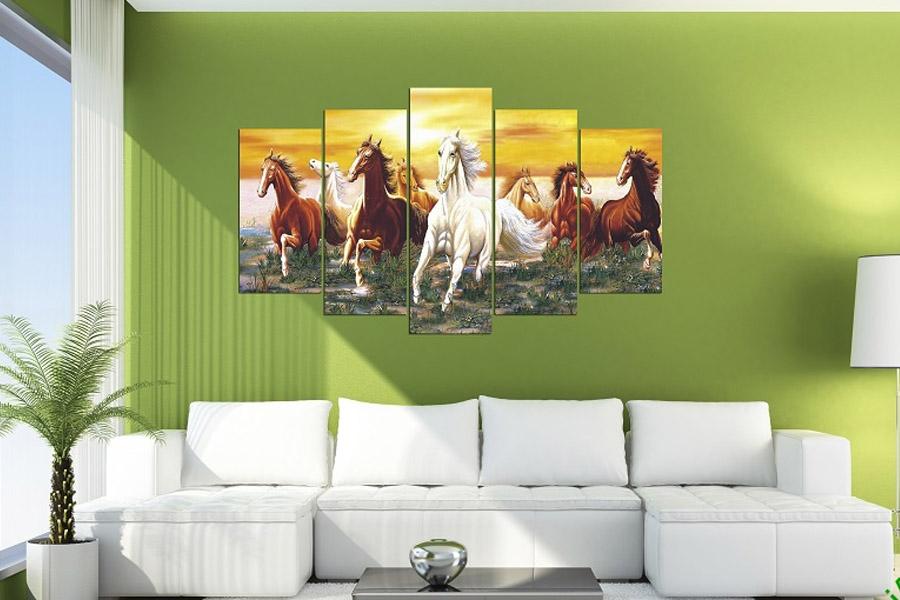 tranh ngựa chạy trên đồng cỏ