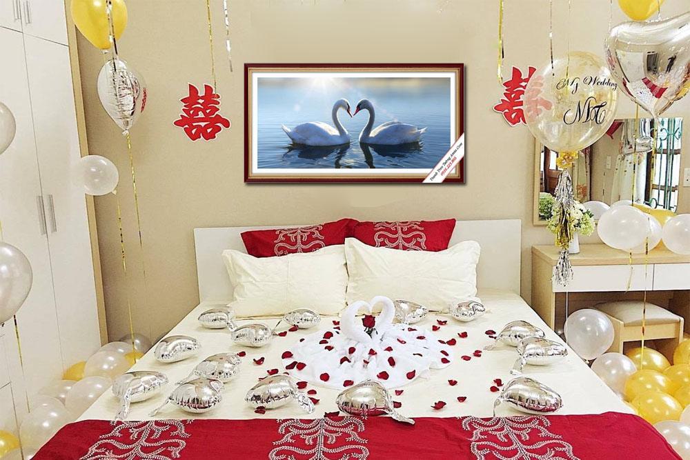Chọn tranh cho phòng ngủ tân hôn