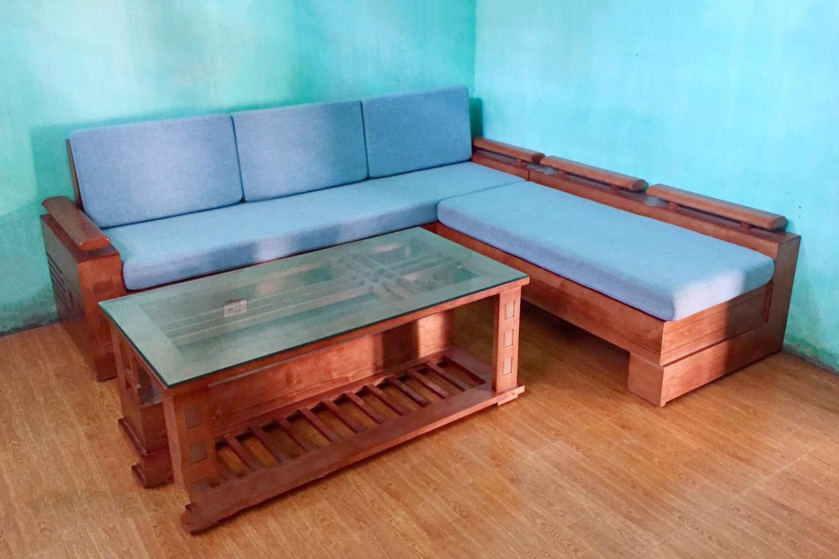 Hình ảnh Ghế sofa gỗ sồi nệm nỉ màu xanh và bàn trà kính