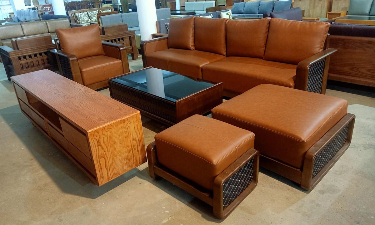 Bộ bàn ghế sofa gỗ trưng bày tại cửa hàng