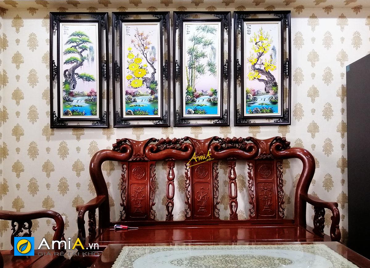 Hình ảnh Bộ tranh tứ quý treo tường phòng khách phía trên bộ bàn ghế gỗ