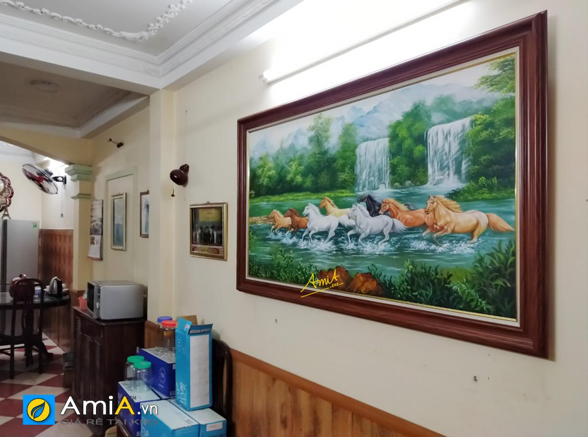 Hình ảnh Bức tranh ngựa mã đáo thành công treo tường phòng khách nhà phố