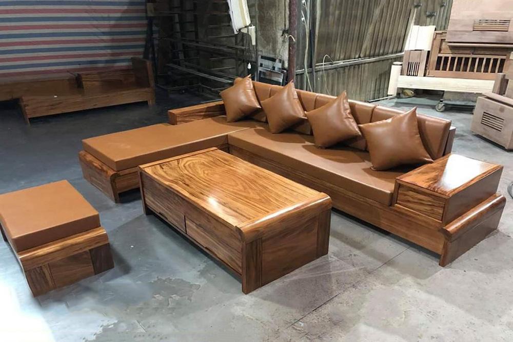 Hình ảnh thực tế sofa gỗ sản xuất tại xưởng có đệm da