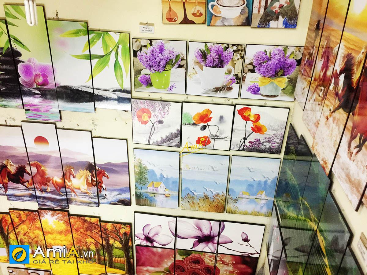 Hình ảnh Khu vực treo tranh in ép gỗ tại cửa hàng tranh treo tường AmiA