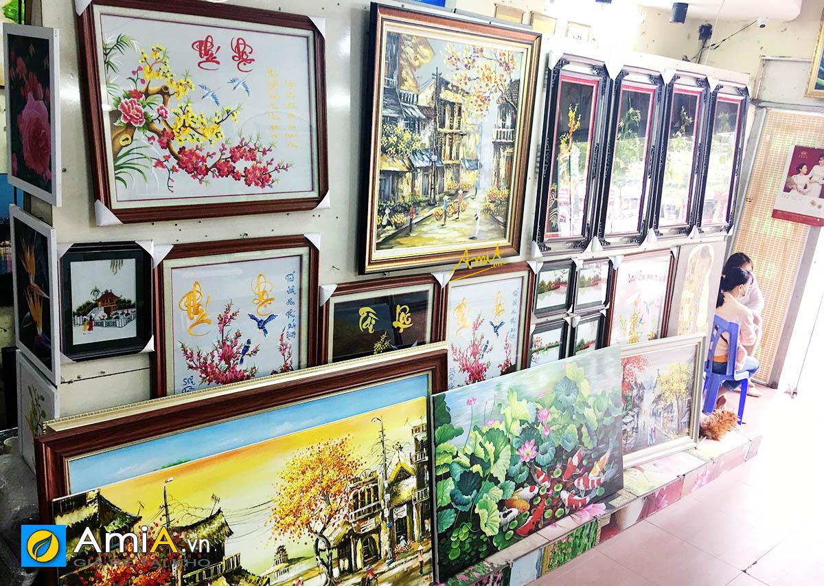 Hình ảnh Khu vực trưng bày tranh thêu tại Siêu thị tranh AmiA