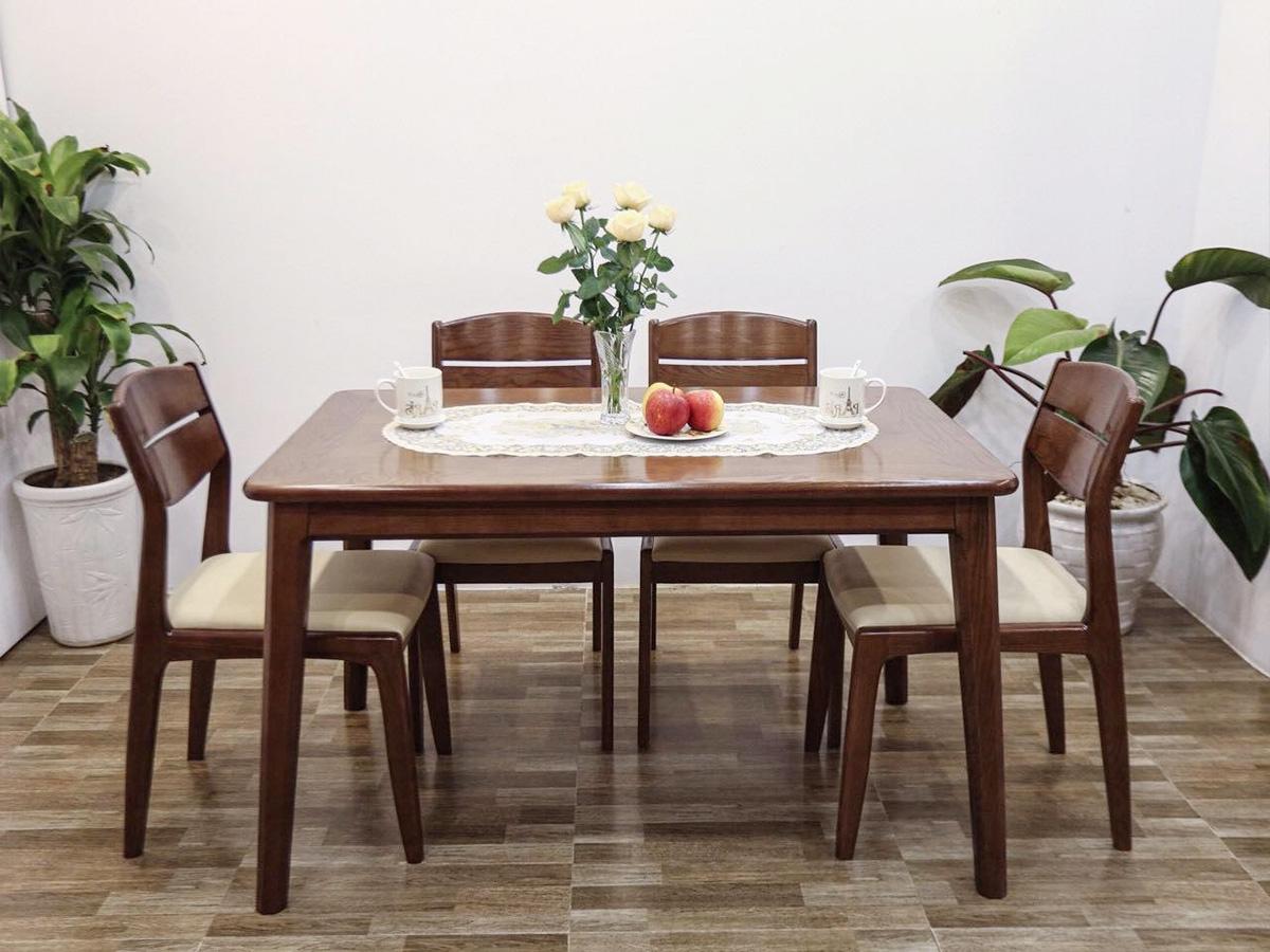 Hình ảnh Bàn ghế ăn 4 chỗ gỗ tự nhiên ghế đệm da