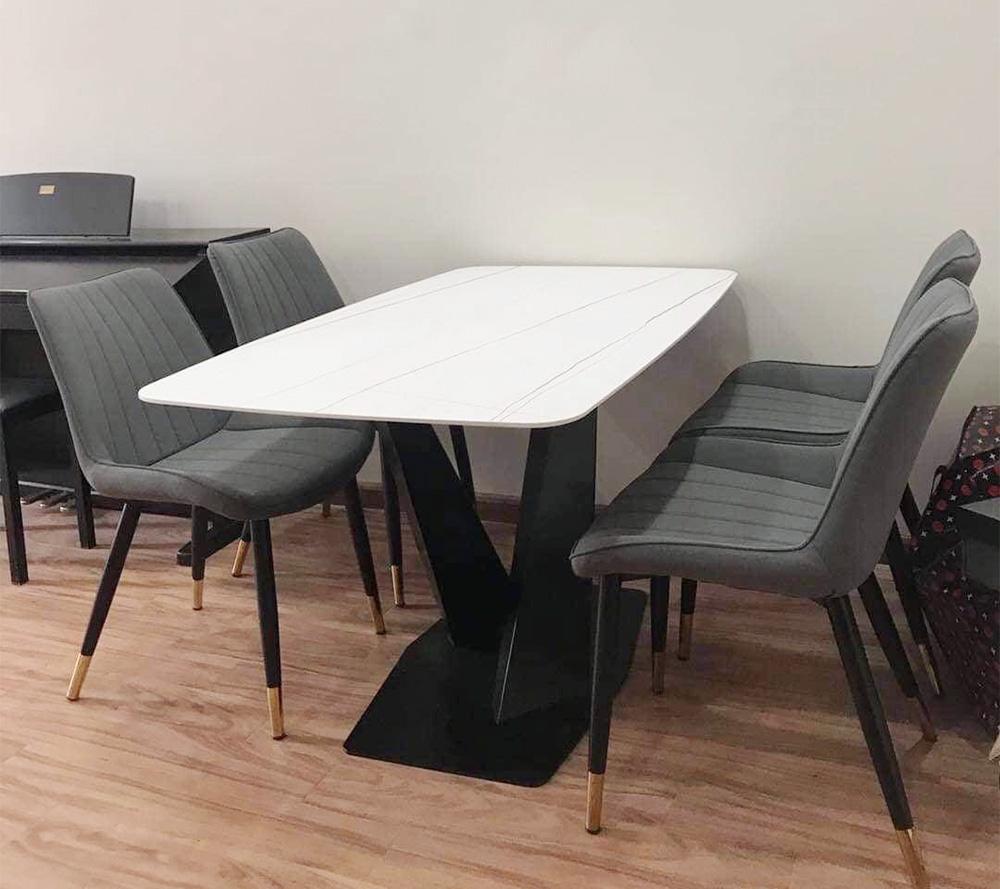 Hình ảnh Bộ bàn ăn 4 ghế mặt đá đẹp sang trọng với kiểu ghế bọc nỉ