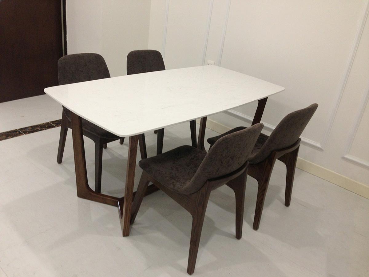 Hình ảnh Bộ bàn ghế ăn cơm 4 chỗ chân quỳ đẹp hiện đại