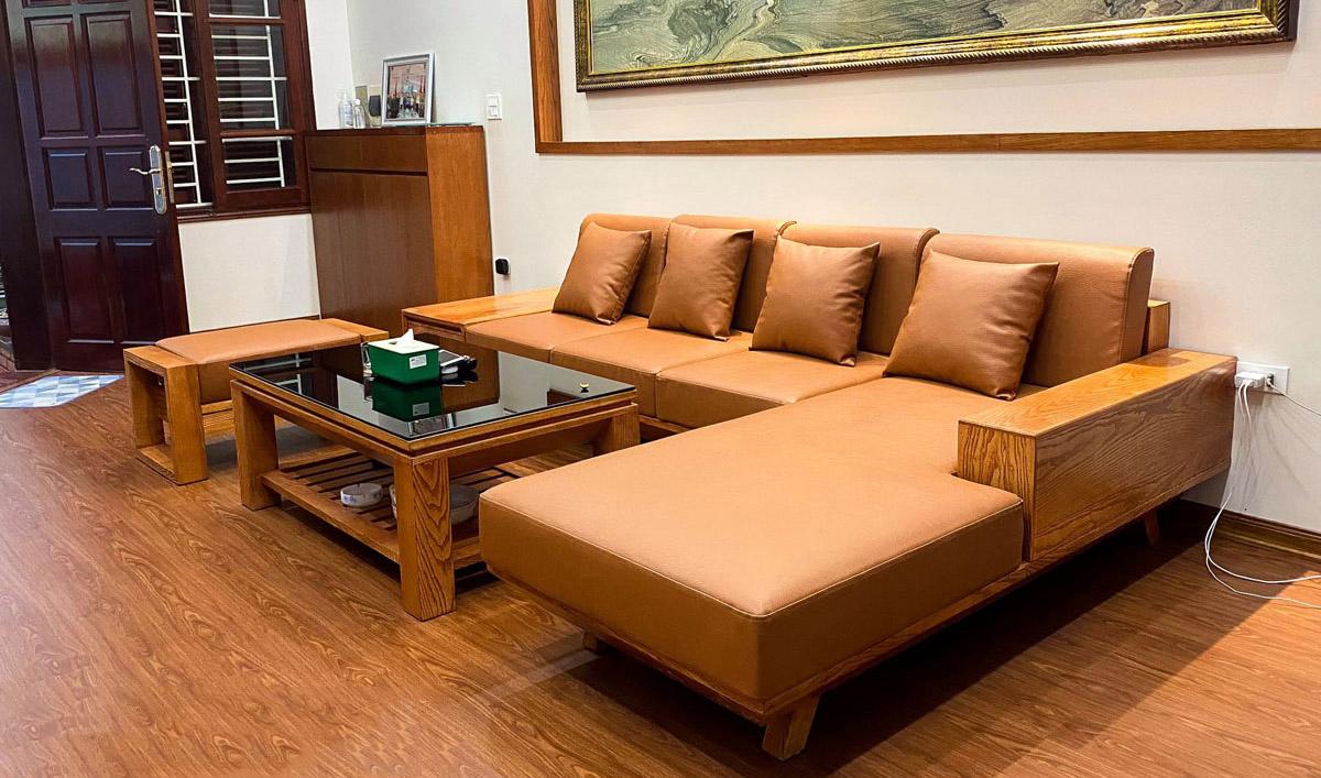 Bộ bàn ghế gỗ tần bì nệm da màu nâu kê phòng khách sang trọng