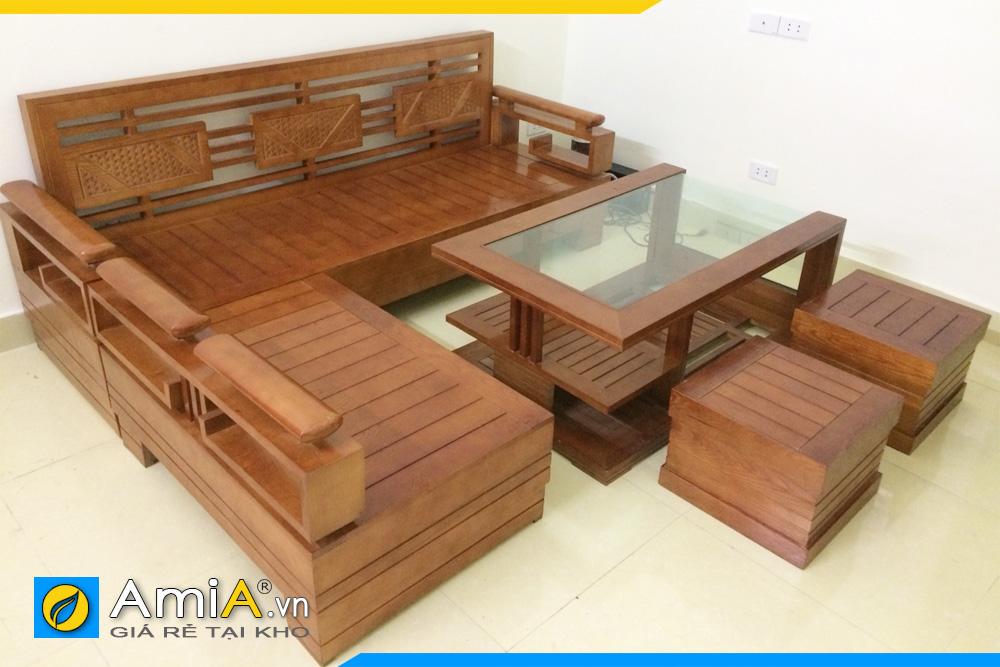 Ghế sofa gỗ kê tại không gian thoáng mát, không trực tiếp dưới ánh nắng mặt trời
