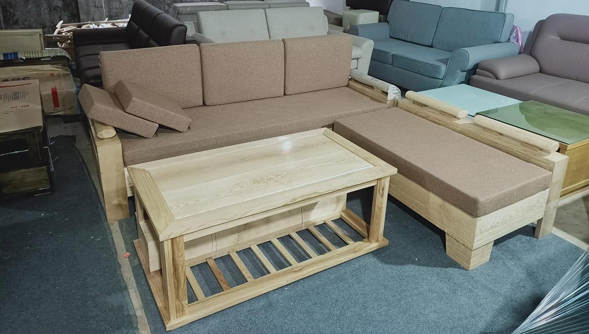 Mẫu sofa gỗ đẹp kê phòng khách được trưng sẵn tại cửa hàng AmiA