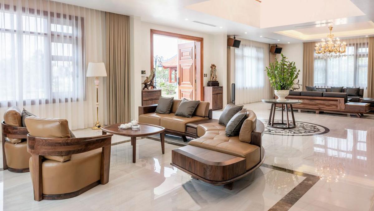 Mẫu sofa gỗ bo tròn độc đáo với kích thước rộng cho không gian nhà vườn, biệt thự sang trọng