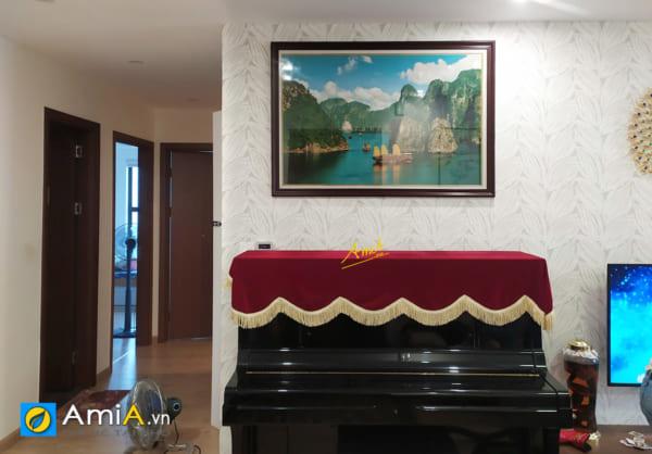 Hình ảnh Tranh chủ đề Vịnh Hạ Long treo tường phía trên đàn piano