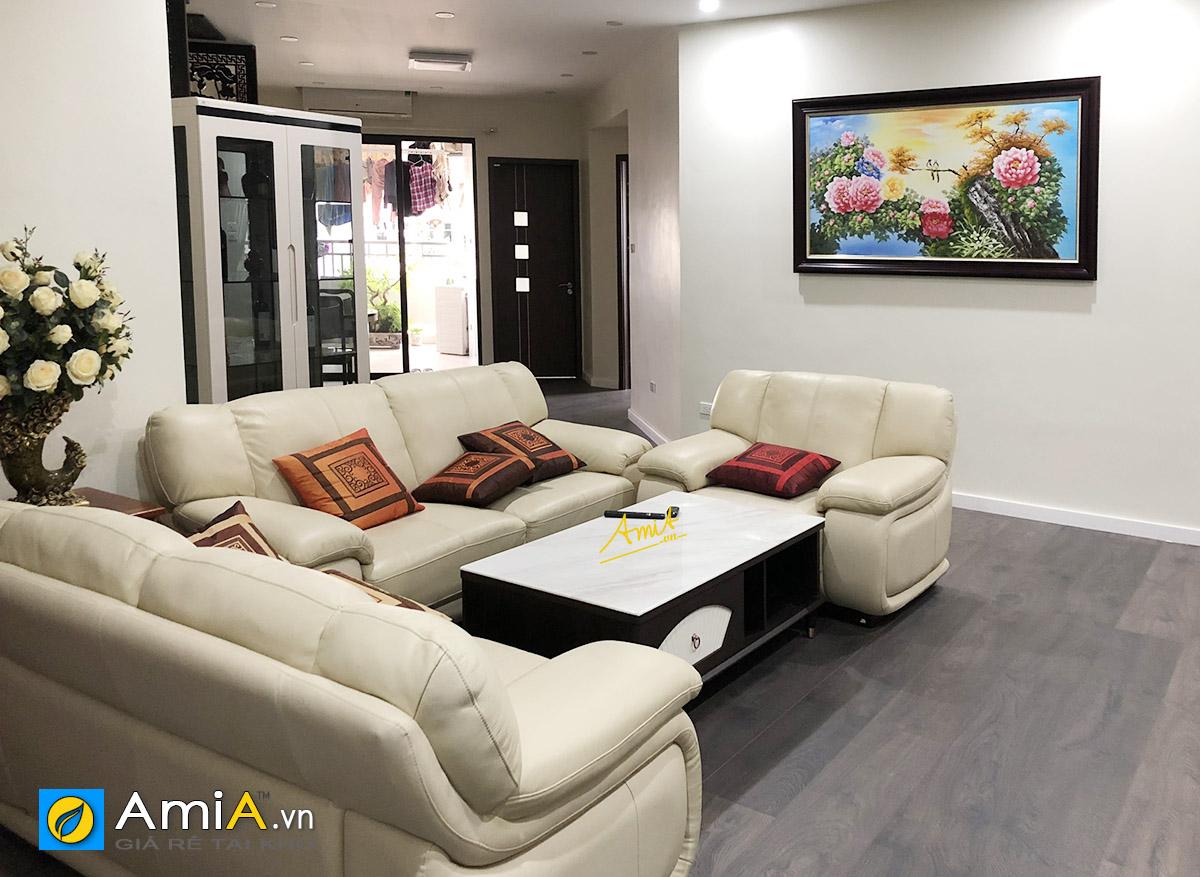 Hình ảnh Tranh hoa mẫu đơn phối hợp cùng bộ ghế sofa màu trắng kem