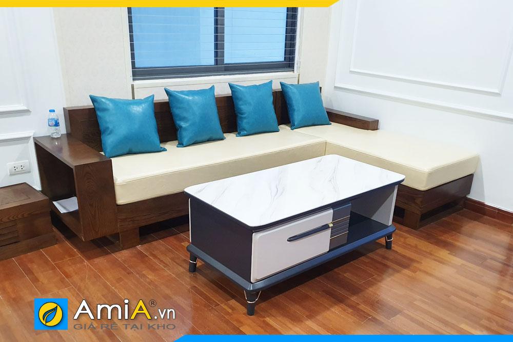 Hình ảnh bộ bàn ghế sofa góc gỗ với gối ôm màu xanh nổi bật