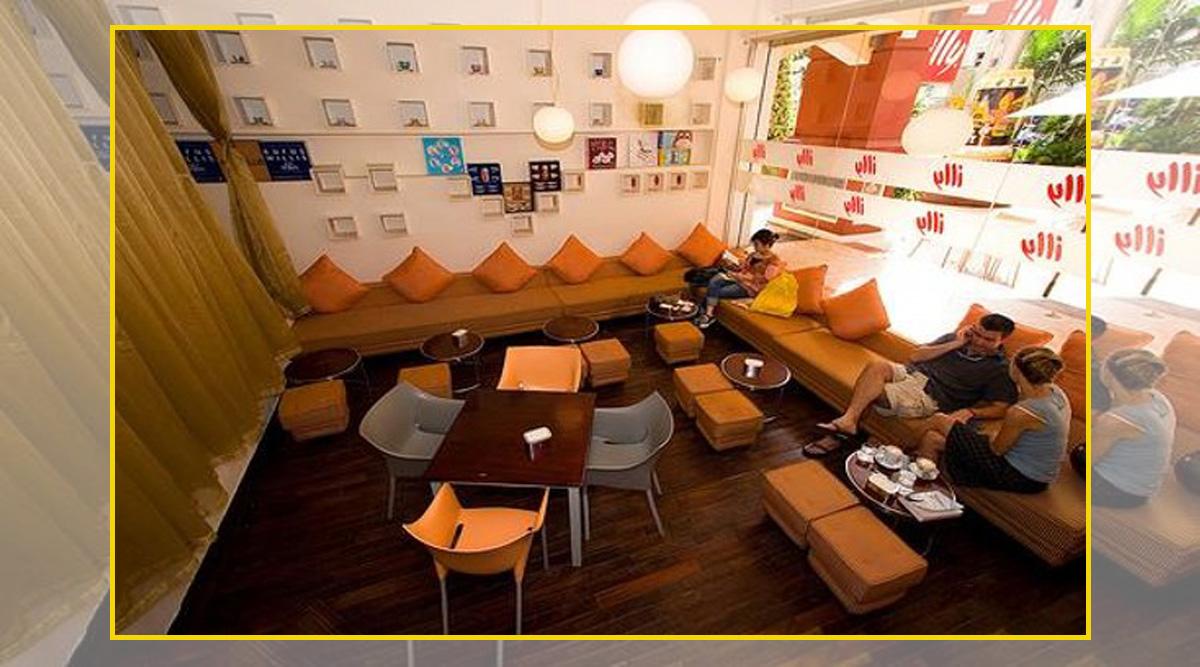 Không gian quán cafe nhỏ thì nên kê ghế sofa góc liền để tiết kiệm không gian